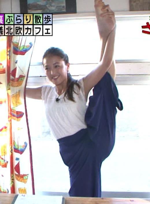 福田典子 モヤさま新アシスタントが早速開脚でエロアピール画像