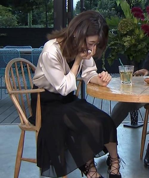 加藤綾子 スケスケのロングスカートがエロいキャプ画像(エロ・アイコラ画像)