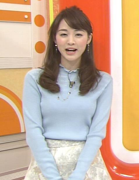 新井恵理那 水色のニット、おっぱい強調キャプ画像(エロ・アイコラ画像)