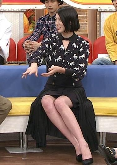 三吉彩花 ミニスカ太ももデルタゾーンキャプ画像(エロ・アイコラ画像)