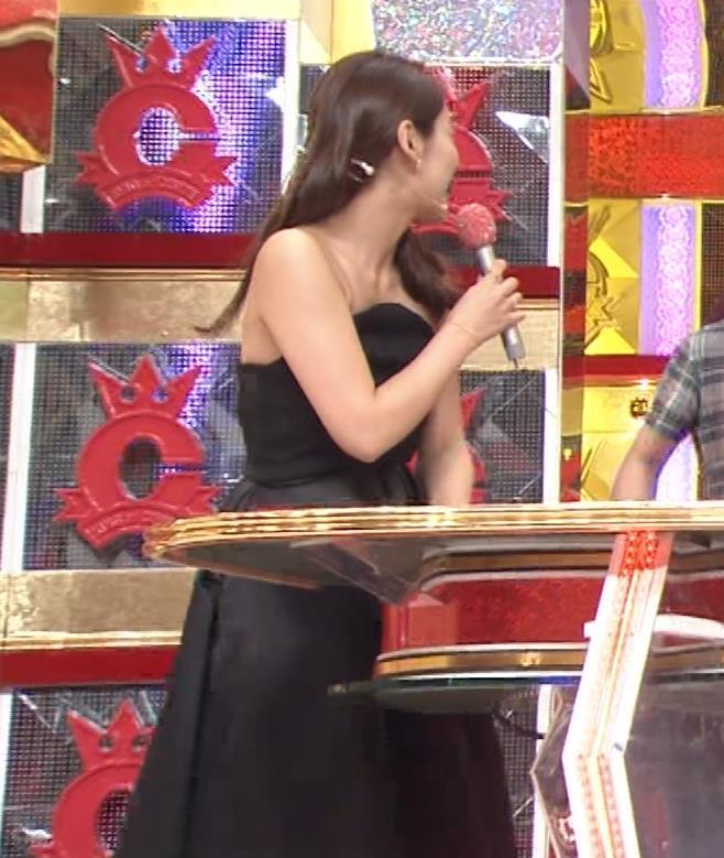 吉田明世 チューブトップのセクシードレスキャプ画像(エロ・アイコラ画像)