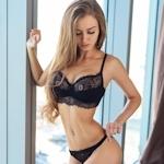ロシアの美女モデル Valenti Vitel(ヴァレンティ・ヴィテル)のくびれボディがスゴイ