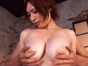 奥田咲が乳輪の膨らんだおっぱいを揺らして喘ぎまくってる