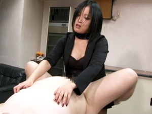 むっちり美人秘書にアナルを犯される豚M男社員!葉月女王様