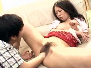 性に興味がありすぎてクラスの女子のマンコ観察、お姉ちゃんにクンニ、お母さんにフィストファックしちゃう早熟男子!