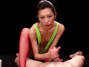 オッパイ丸出し変態レオタードのお姉さんが淫語タップリでチンポをシゴいて舐めまくる!!