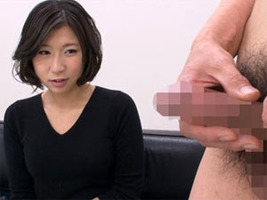 欲求不満の人妻杏さんに勃起チンポを見せるとどうなる!?