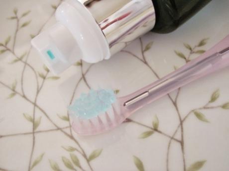 自宅で簡単にホワイトニング、口臭予防、歯茎を守る効果!歯磨き【レディホワイト 薬用デンタルエステ・ジェル】